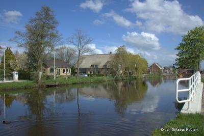 Het water de Graafstroom is niet weg te denken uit het landschap van de Alblasserwaard. De naam zegt het al: de Graafstroom is geen riviertje, maar is gegraven.
