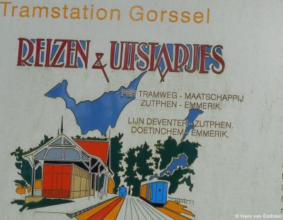 Van 1926 tot 1945 konden inwoners van Gorssel e.o. met de stoomtram eropuit in eigen land. Affiches zoals deze maakten daar reclame voor.