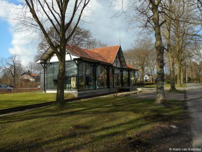 Het in chaletstijl opgetrokken stationsgebouw van de stoomtram in Gorssel is gelukkig wél bewaard gebleven. Het unieke gebouw is herbestemd tot verenigingsgebouw van Historische Vereniging De Elf Marken.