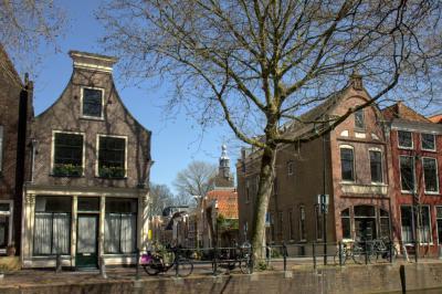 Gouda, we kijken vanaf de Lage Gouwe de Achter de Vismarkt in (© Jan Dijkstra, Houten)