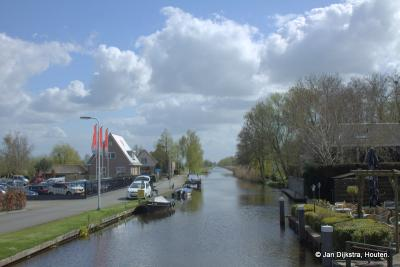 De Smoutjesvliet bij Goudriaan, gezien vanaf de brug in O richting, met links de Postkade