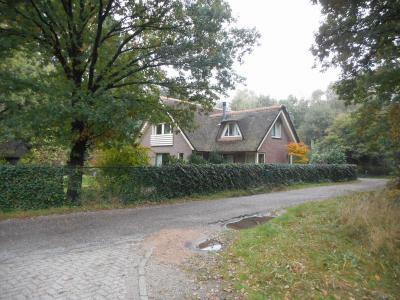 Dit fraaie pand is het zuidelijkste huis in de buurtschap Groenendaal (© Hans van Embden)