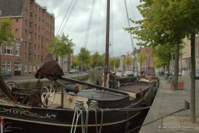 Wandelen lang de schepen op de Hoge der A in Groningen.