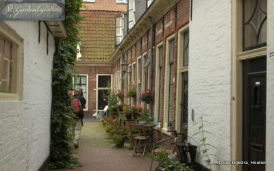 Bij het Sint Geertruidgasthuis in Groningen.