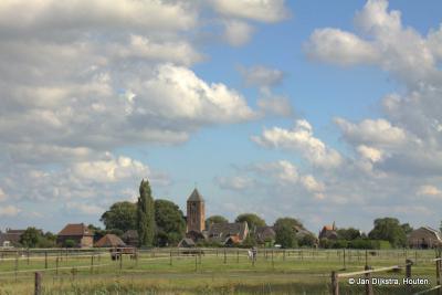De skyline van het dorp Hagestein vanaf de plaats waar het nieuwe dorp Hoef en Haag komt.