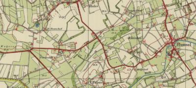 Kaart van Haler en Uffelse, rond 1960. Duidelijk is te zien dat de dan net gereedgekomen kerk (1952) precies tussen de twee kerntjes in ligt. Handig, wegens de afstanden, maar wellicht ook om de gelijkwaardigheid van de plaatsen te benadrukken.