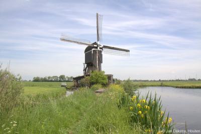 De Tiendwegse Molen in Hardinxveld-Giessendam (Giessendamse Tiendweg 1) is een wipmolen, in 1906 gebouwd ter bemaling van de afdeling Binnentiendwegs van de polder Giessen Oude Benedenpolder. Sinds 2006 maalt de molen in circuit.