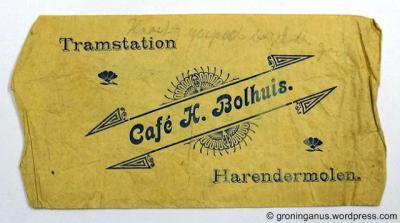Van ca. 1840 tot ca. 1940 werden sigaren in dit soort zakjes verkocht. Ten tijde van het vervaardigen van dit zakje (jaar onbekend) was de spelling Harendermolen kennelijk nog gangbaar