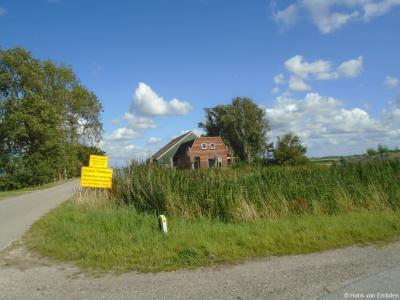 De vroegere Midlumer buurtschap Ungabuurt is opgegaan in de bebouwing van de stad Harlingen, en wel van bedrijventerrein Oostpoort. Deze - anno 2020 - vervallen boerderij in de Ungabuurt zal ook wel gesloopt worden t.b.v. het bedrijventerrein.