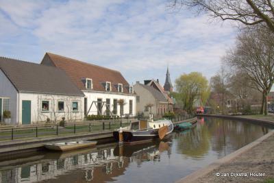 Vanaf de Uitweg zien we naar de overzijde van de Oude Rijn in het hart van Harmelen naar het Jaagpad