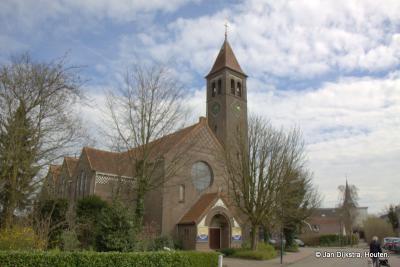De neoromaanse H. Sint Bavokerk in Harmelen uit 1917, van dichtbij gezien