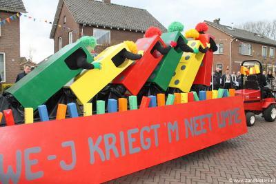 Ook in het katholieke Harreveld doen ze natuurlijk aan carnaval. Carnavalsvereniging De Zandbieters organiseert jaarlijks o.a. de carnavalsoptocht waaraan ca. 30 wagens meedoen.