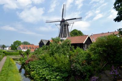 Stadsgezicht Hattem, met o.a. de markante blikvanger, of 'landmark', zoals dat tegenwoordig heet, Molen De Fortuin (© Jan Oosterboer)