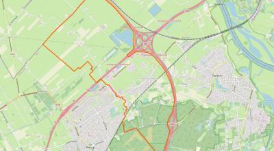 Het dorp Hattemerbroek ligt Z van het gelijknamige Knooppunt (A28/A50), tussen het dorp Wezep in het ZW en de stad Hattem in het O. Het dorp zelf is compact, met in het dorpsgebied (binnen de oranje lijn) nog een stuk buitengebied NW en ZO van het dorp.