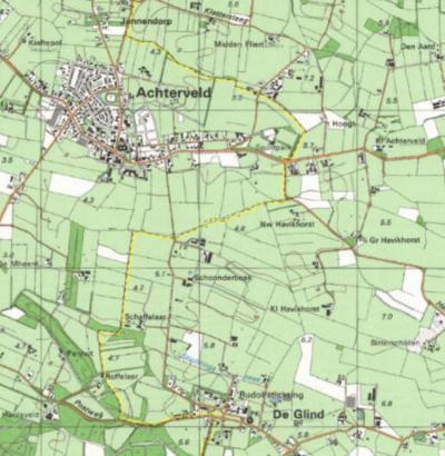 Op deze kaart kun je de boerderijen Groot Havikhorst, Klein Havikhorst en Nieuw Havikhorst goed zien liggen. De gele lijn is de gemeentegrens. Daarom valt de buurtschap onder dorp De Glind gem. Barneveld en niet onder Achterveld gem. Leusden. (© Kadaster)