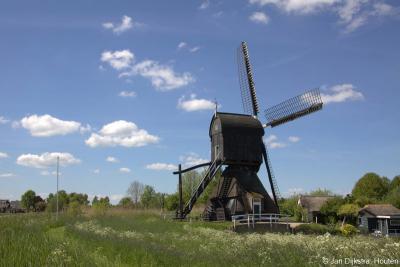 En nog een close up van deze beauty, de in 2010 uitvoerig gerestaureerde Hoekmolen, gelegen in het ZW uiteinde van het dorpsgebied van Hei- en Boeicop, bij het punt waar het riviertje de Huibert en het Merwedekanaal bij elkaar komen.