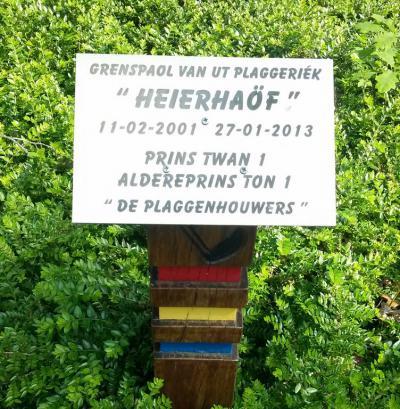 De Grenspaol van Ut Plaggeriék is in 2001 in de buurtschap Heierhoeve geplaatst om aan te geven dat de buurtschap, ondanks de overgang in 2001 naar de gem. Venlo, voor het carnaval, als vanouds, onder Grubbenvorst blijft vallen.