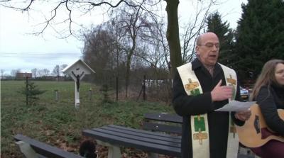 Ook het veldkruis van de Heierhoeve uit 1886 moest weg voor de uitbreidende industrie van Venlo en is daarom in 2016 verplaatst naar de huidige plek bij het kapelletje, en opnieuw ingezegend.