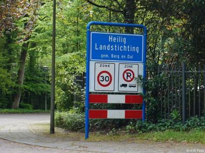 Heilig Landstichting is een dorp in de provincie Gelderland, in de streek Rijk van Nijmegen, gemeente Berg en Dal. T/m 2014 gemeente Groesbeek.