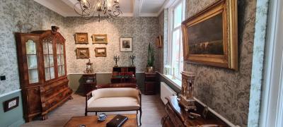 In 2020 is de Oudheidkamer van Historisch Genootschap Hendrik-Ido-Ambacht gereedgekomen, in een fraai 18e-eeuws pand. Pronkstuk is de Spoorkamer, met dekostbare inboedel van oud-burgemeester Willem Spoor. (© René Hillesum Filatelie / www.filatelist.com)