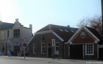 Hengelo, De voormalige stadsboerderij uit 1840 het Lambooijhuis (Langestraat 35) is vernoemd naar kunstschilder Henri Lambooij (1885-1974) die bijna 50 jaar op dit adres heeft gewoond.