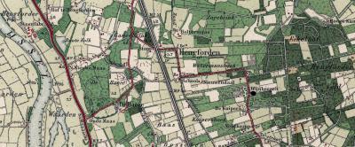 De buurtschap Hengforden omvat een zeer landelijk gelegen buitengebied, van het Hengforderveld in het O (W van buurtschap Eikelhof) tot de Hengforderwaarden aan de IJssel in het W. Door het gebied loopt de spoorlijn Zwolle-Deventer. (© Kadaster)