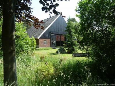 De boerderij met stal op Achterweg 3 in buurtschap Henxel is een gemeentelijk monument