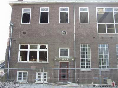 Het Meer, tot 1961 was hier de zuivelfabriek (oorspronkelijk 'boterfabriek') 't Meer in functie, gelegen aan de weg Veensluis. Begin 21e eeuw afgebroken om plaats te maken voor nieuwbouwwoningen.