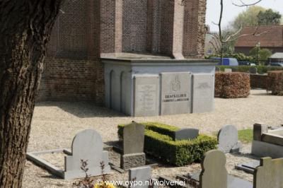 Heukelum, kerkhof bij de Hervormde kerk met o.a. de grafkelder uit 1847 van de familie Fabricius van Heukelum