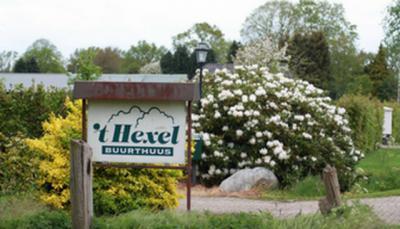 Na het afbranden van de zondagsschool, in de jaren 1950, hebben de inwoners van buurtschap Hexel een buurthuis elders aangekocht, gedemonteerd en met eigen handen in de buurtschap weer opgebouwd, zodat ze weer een ontmoetingspunt in de buurtschap hadden.
