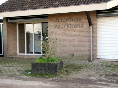 In buurthuis Ver-Hitland, met een mooi uitzicht over de Hollandse IJssel, is regelmatig van alles te doen voor de inwoners. Het is ook voor een schappelijk bedrag te huur voor zakelijke of feestelijke bijeenkomsten, voor groepen tot circa 50 personen.