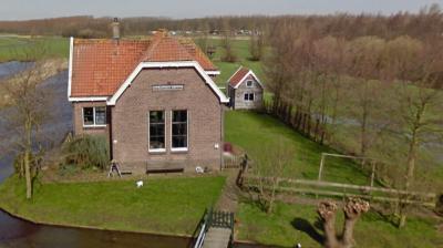 Motorgemaal Esse, Gans- en Blaardorp uit 1925 bij de gelijknamige boerderij (Groenendijk 127) verzorgt een deel van de bemaling van de W van Hitland gelegen Prins Alexanderpolder. (© Google)