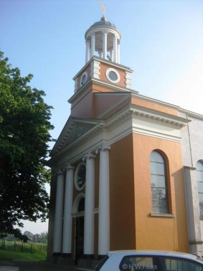 Hodenpijl, de voormalige RK kerk van deze buurtschap ligt idyllisch aan het watertje de Gaag