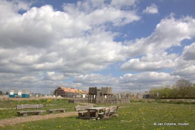 Prachtig toch, de eerste huizen staan er nog maar net in Hoef en Haag, maar even lekker verpozen kan nu al direct