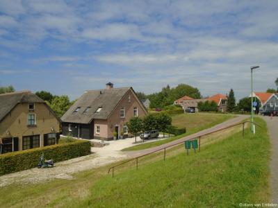 Buurtschap Hoekeinde bij Sleeuwijk, ter hoogte van de jachthaven.