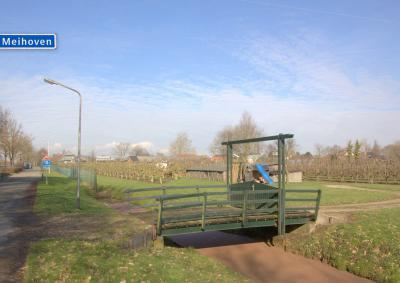 Buurtschap Hogewaard, Meihoven, met charmant bruggetje (© Jan Dijkstra, Houten)