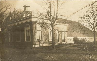 Holwinde, fotokaart van dezelfde boerderij. Deze is op 28 december 1941 door vliegtuigbommen afgebrand.