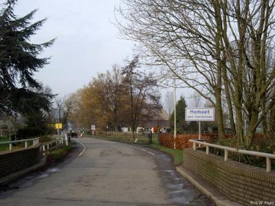 Homoet is een buurtschap in de provincie Gelderland, in de streek Betuwe, gemeente Overbetuwe. T/m 2000 grotendeels gemeente Valburg, deels gemeenten Elst en Heteren.