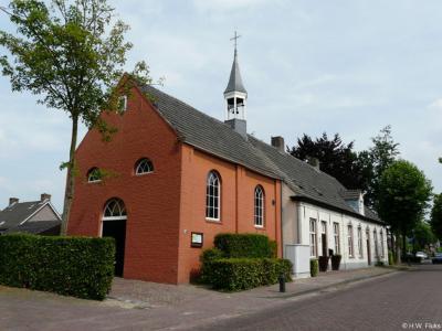 Het rijksmonumentale Hervormde (PKN) kerkje van Hoogeloon uit 1822 is in 2017 aan de eredienst onttrokken. De protestanten van het dorp gaan sindsdien naar de PKN-kerk in Eersel.