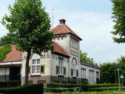 Hoogeloon, de rijksmonumentale voormalige Zuivelfabriek St. Pancratius uit 1916.