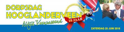 De Dorpsdag Hooglanderveen (op een zaterdag eind juni) is in 2016 alweer voor de 10e keer georganiseerd. Op de banner zie je burgemeester Lucas Bolsius met Jacques Herb, die op de Dorpsdag van 2015 Jacques' megahit 'Manuela' hebben gezongen.