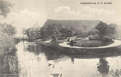De monumentale boerderij Hoogwatum is in april 1945 door de Duitsers in brand gestoken en afgebrand. Eigenaar Gerard Elema is neergeschoten en op weg naar het ziekenhuis overleden. Het verhaal van beide gebeurtenissen vind je in het hoofdstuk Geschiedenis
