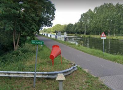 In het (Son en) Breugelse deel van buurtschap Hooidonk wordt nog de verouderde spelling Hooijdonk gehanteerd.