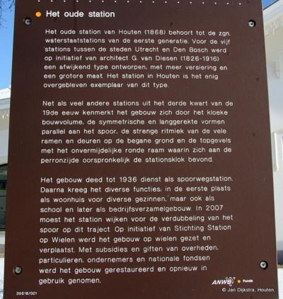 Houten, op dit informatiepaneel kun je lezen waarom het oude NS-station van Houten zo bijzonder is