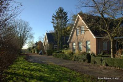 De buurtschap Hucht ligt op een natuurlijke hoogte, wat ze in de Betuwe een hucht noemen, vandaar de naam