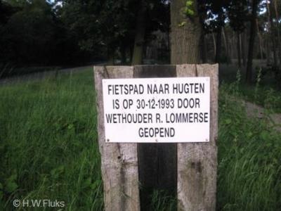 De weg van Maarheeze naar Someren heeft eind 1993 een vrijliggend fietspad gekregen. Vanuit Maarheeze, richting de buurtschap Hugten, wordt dat nog altijd d.m.v. dit bordje aangegeven.
