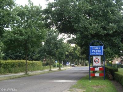 Instituut Huize Padua is gezien de omvang, voorzieningen, de ligging los van Boekel én de plaatsnaamborden, redelijkerwijs als buurtschap te beschouwen. Het plaatsje heeft geen eigen postcode en ligt daarom voor de postadressen 'in' Boekel.