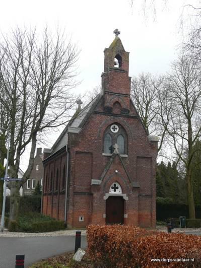 Hushoven, de huidige St. Donatuskapel (die je qua grootte eerder een kerk zou noemen, maar formeel is het nu eenmaal een kapel) dateert uit 1872