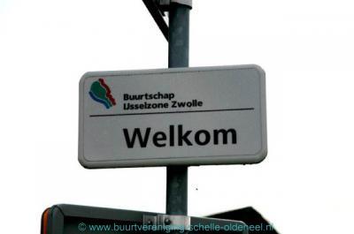 En érgens in de omgeving staat ook nog dit 'plaatsnaambordje' van de 'buurtschap' IJsselzone.