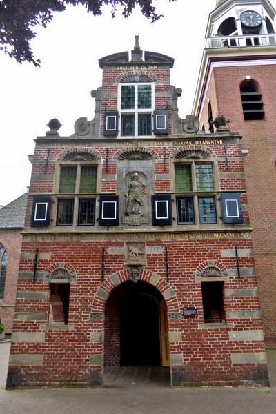 Appingedam, ingang voormalig Raadhuis (© Jan Oosterboer)